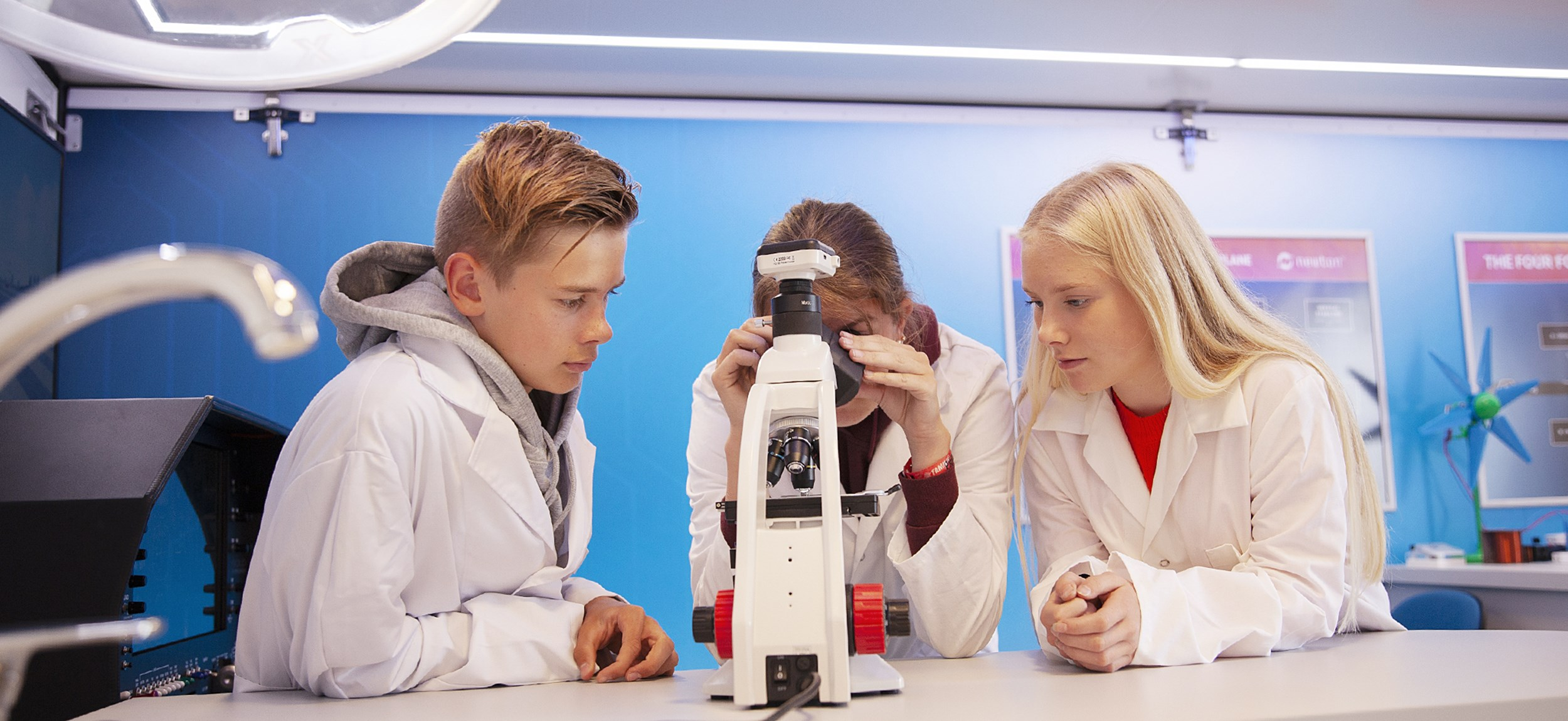 elever-mikroskop2.jpg
